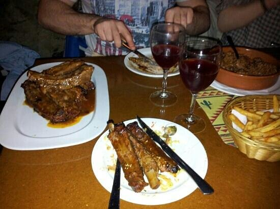 Cisco's Funky Bar & Restaurant: delicious ribs and chilli con carne