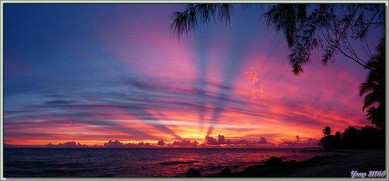 Hotel Raira Lagon : Coucher de soleil 18 h 11