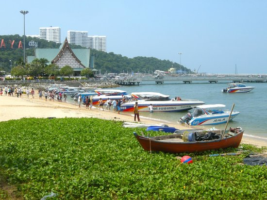 Siam Bayshore: Dirty beach - loud speedboats all day