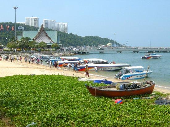 Siam Bayshore : Dirty beach - loud speedboats all day