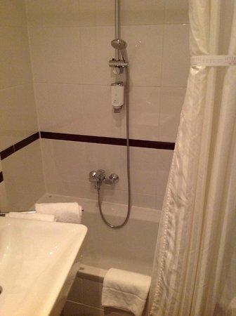 Hotel Fuerst Metternich :                   Clean, updated bathroom