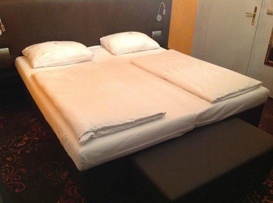 Hotel Fuerst Metternich:                   Bed