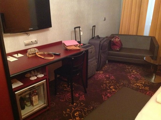 Hotel Fuerst Metternich:                   Fridge, TV, couch