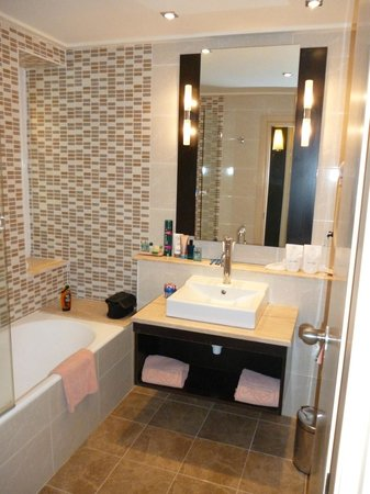 SENTIDO Aziza Beach Golf & Spa:                   Lovely bathroom