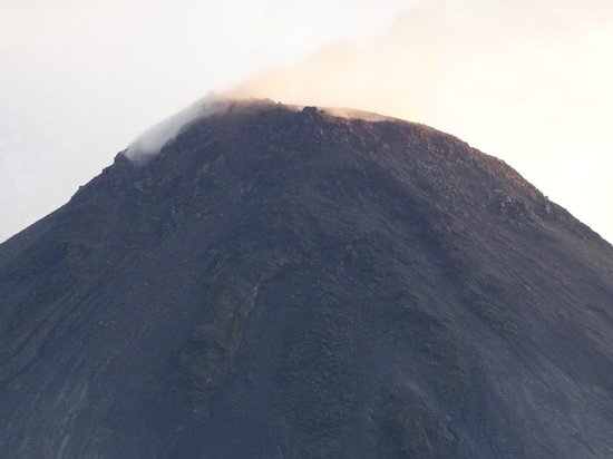 Arenal Kioro:                   gases leaving the top of Arenal Volcano