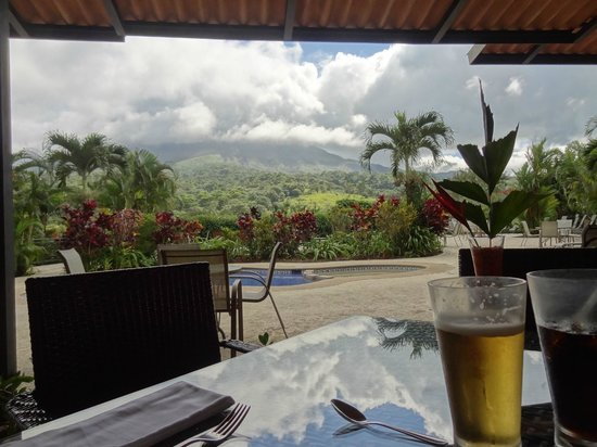 Arenal Kioro Suites & Spa:                   Lunch at the pool bar/lounge