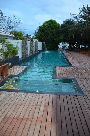 Sailom Hotel:                   Zwembad