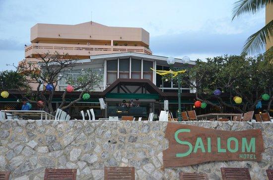 Sailom Hotel:                   hotel (achterzijde)