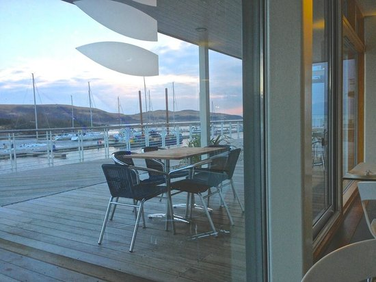 Portavadie Marina Restaurant and Bar: You can sit outside on a warm day but it was January!
