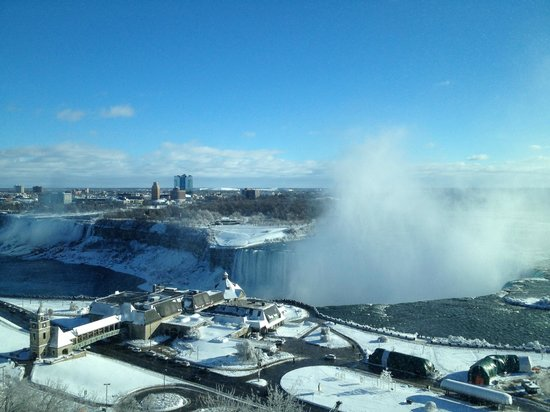 Niagara Falls Marriott Fallsview Hotel & Spa: Wake up view of the Falls