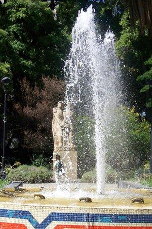 Plaza República de Chile: Bonita Fuente
