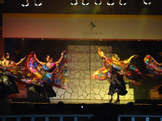 Tesoro Manzanillo:                   after dinner shows and performance
