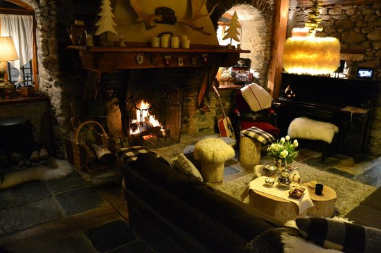 La ferme d'Angele:                   the fire place