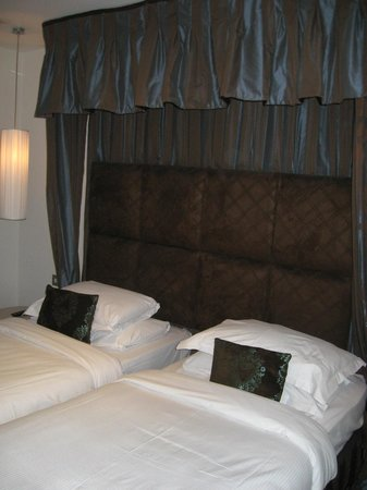 The House Hotel : beds