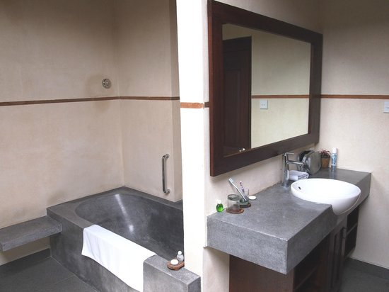 De Munut Balinese Resort & Spa: De Munut bathroom