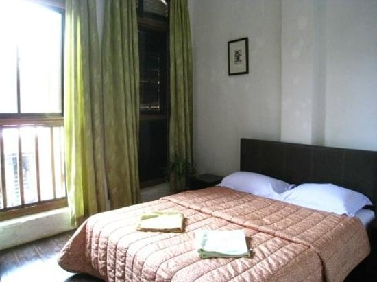 River View Guest House: A double bed room.