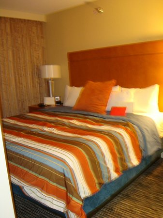 HYATT house Chicago/Naperville/Warrenville: This is the bedroom.