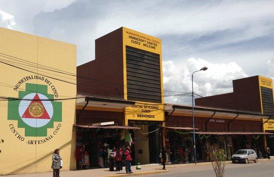 Centro Artesanal Cusco: outside of market building