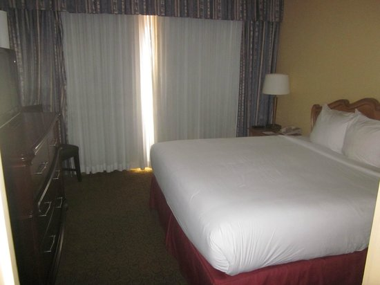 Embassy Suites by Hilton New Orleans - Convention Center: Bedroom of suite