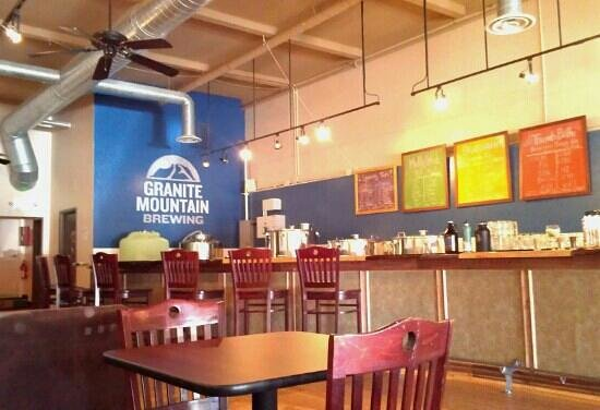 Granite Mountain Brewing: Nice hand-crafted bar