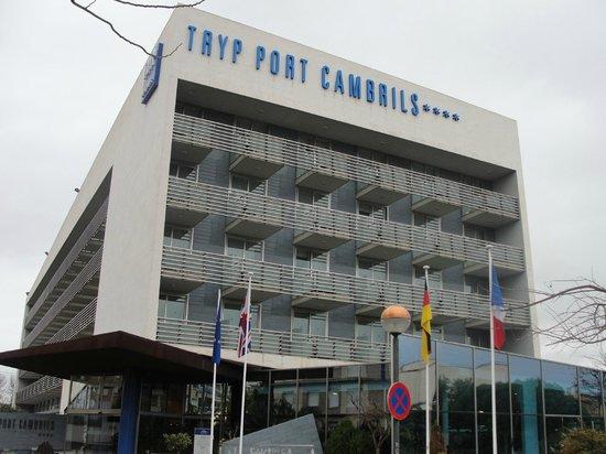 TRYP Port Cambrils: Buena situación y un hall confortable