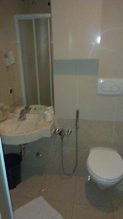 Hotel Nettuno:                   bathroom