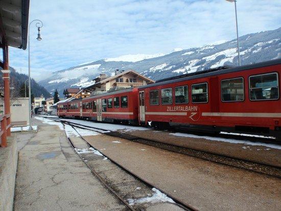 Alpin Hotel Garni Eder:                   Zillertal Train