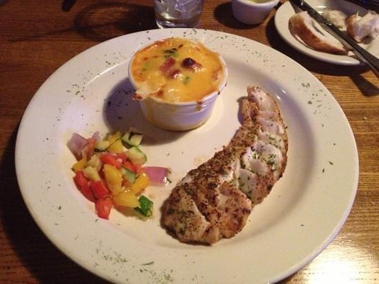 Jonah's Seafood House: Tilefish and sweet Au gratin potatoes