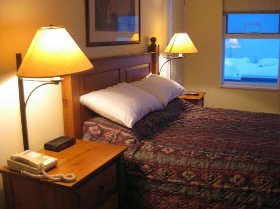 Silver Creek Lodge: Main bedroom room 363