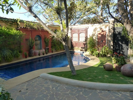 Villa Andalucia Bed and Breakfast: Gorgeous pool inside the courtyard