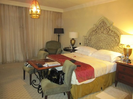 Arabian Court at One&Only Royal Mirage Dubai: Camera King Bed
