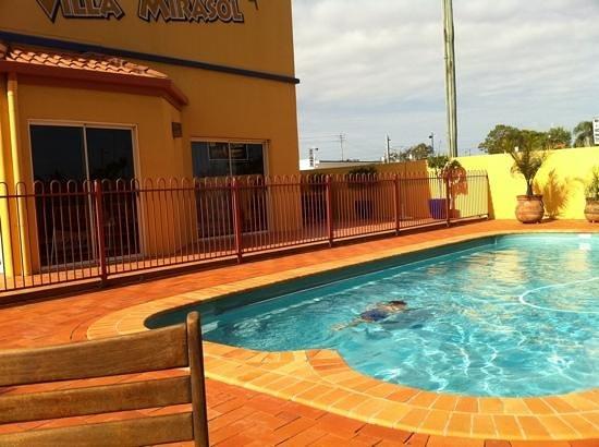 Villa Mirasol Motor Inn :                   pool