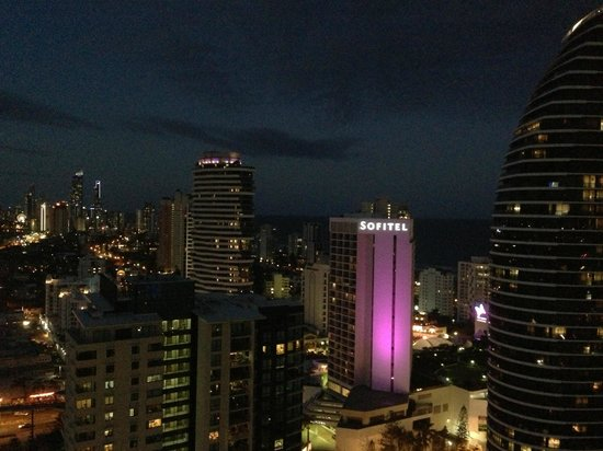 Meriton Suites Broadbeach: Broadbeach at night