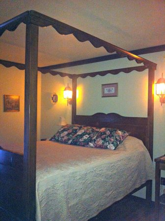 Kessler Old World Guesthouse:                   Hand crafted beds