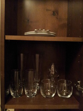 Four Seasons Resort Rancho Encantado Santa Fe:                   Minibar