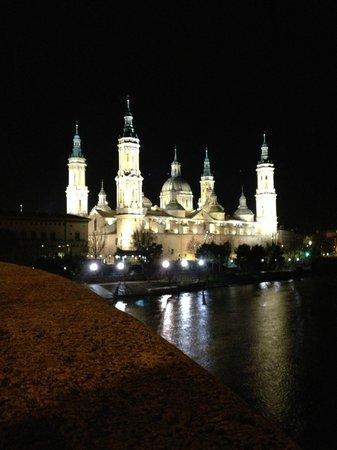 Ibis Zaragoza Centro: Al salir del hotel por la noche