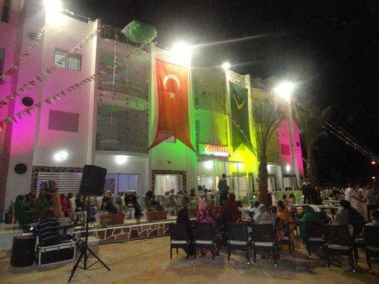 Restaurant El-Bahdja: HUZUR RESTAURANT