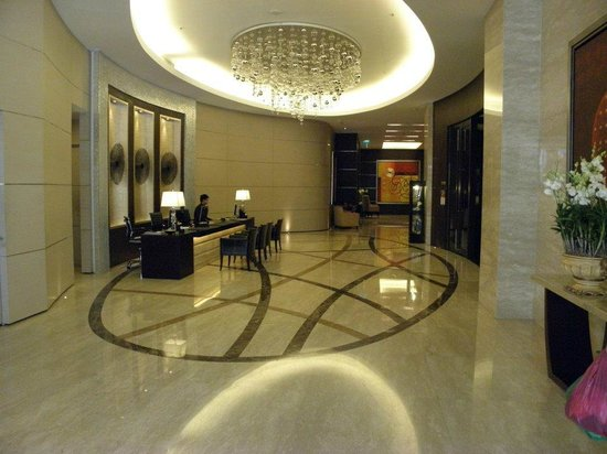Sathorn Vista, Bangkok - Marriott Executive Apartments: Entry way.