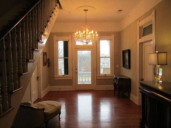 The Twelve Oaks Bed & Breakfast:                   2nd Story Foyer