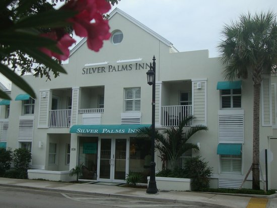 Silver Palms Inn:                   front view