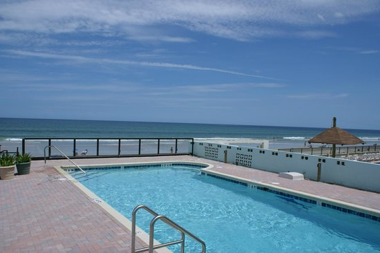Daytona Shores Inn and Suites: Oceanfront Pool