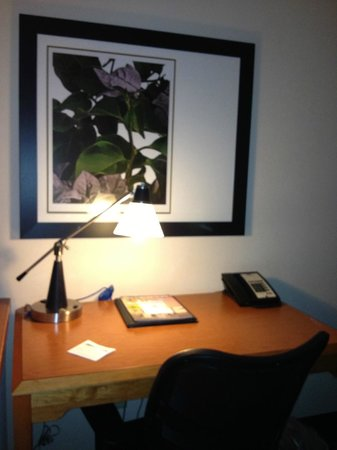Fairfield Inn & Suites Ankeny: Desk area