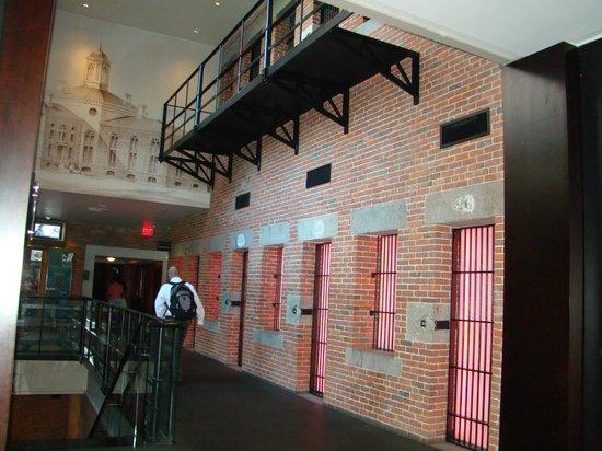 The Liberty Hotel: Parte del hotel en donde explican la transformacion....