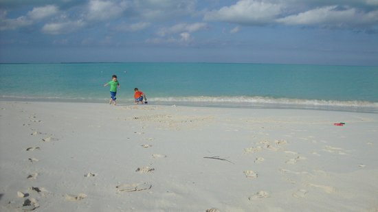 Treasure Cay Beach, Marina & Golf Resort:                   Awesome Beach - perfect for little ones