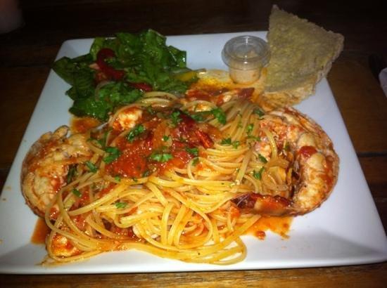 Sandros Piccola Cucina:                   seafood linguini
