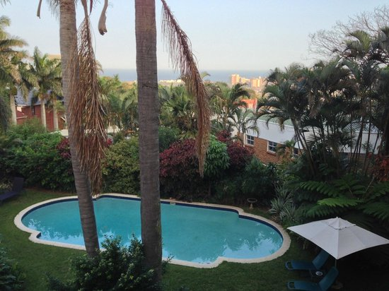 Essenwood House: Balcony view of the pool, downtown Durban, and the Indian Ocean
