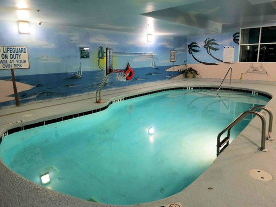 Paradise Resort: Indoor Pool with Basketball Goal