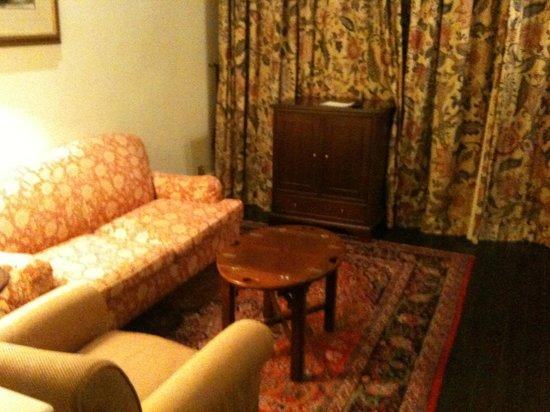 โรงแรมราฟเฟิลส์:                   Our Room