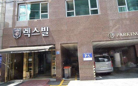 Lexvill Residence:                   entrance