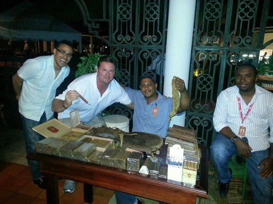 Paradisus Punta Cana Resort: Cigar Making Class next to The Grill